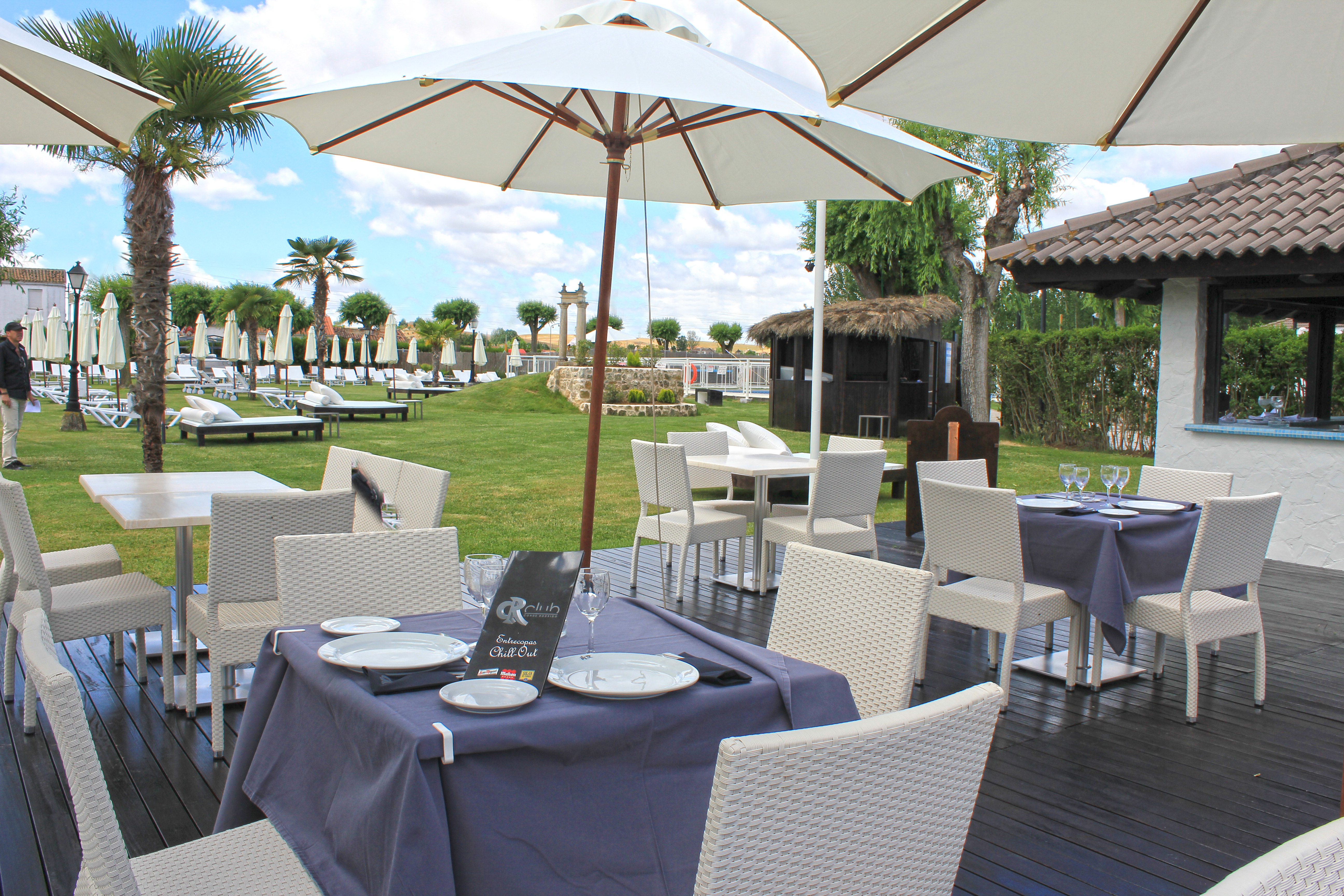 PISCINA CHILL OUT | Hoteles Conde rodrigo Blog