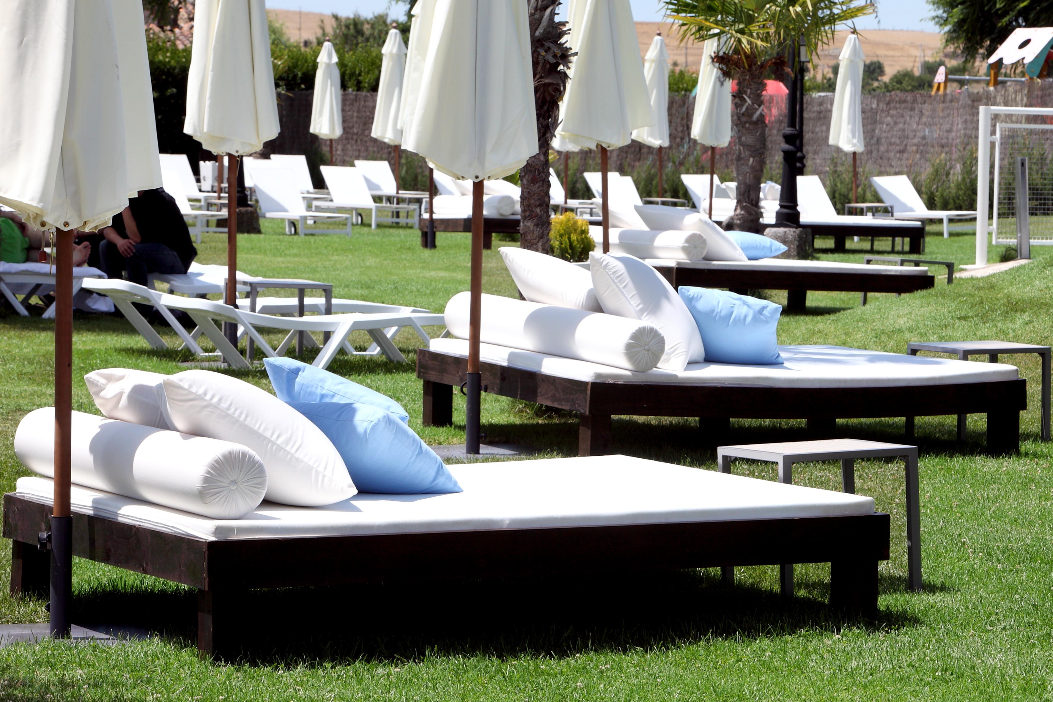 Piscina ciudad rodrigo hoteles conde rodrigo blog for Hamacas de piscina